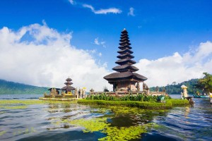Tempel op het water op Bali