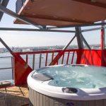 WOW: super luxe overnachten in een kraan! | Suite met jacuzzi