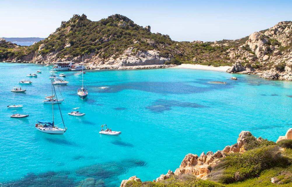 De 10 mooiste hotels van Sardinië | Privé stranden, wellness & meer