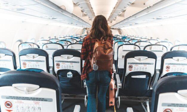 Nooit meer vervelen tijdens een lange vlucht | Dit zijn onze tips!