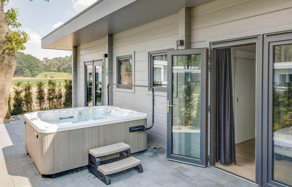 Huisje met jacuzzi   Romantisch & luxe overnachten   Onze TOP 10