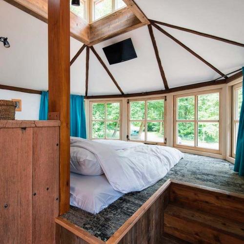 slapen in een boomhut