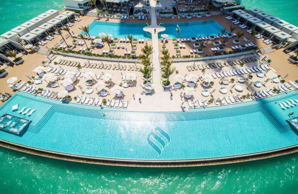 7 sterren hotel zwembad
