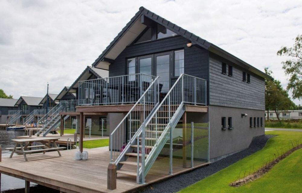 Landal Waterpark Sneekermeer   Luxe villa aan 't water met 38% korting