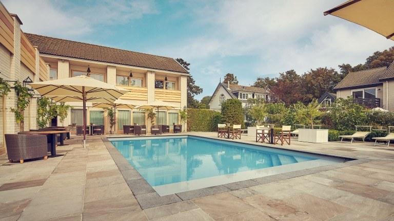 Historische villa met zwembad vlak bij zee   Incl. uitgebreid ontbijt €57,-