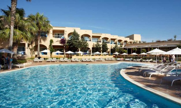 4* Adults Only Spa hotel in Santa Eularia | Last minute Ibiza nu €684,-