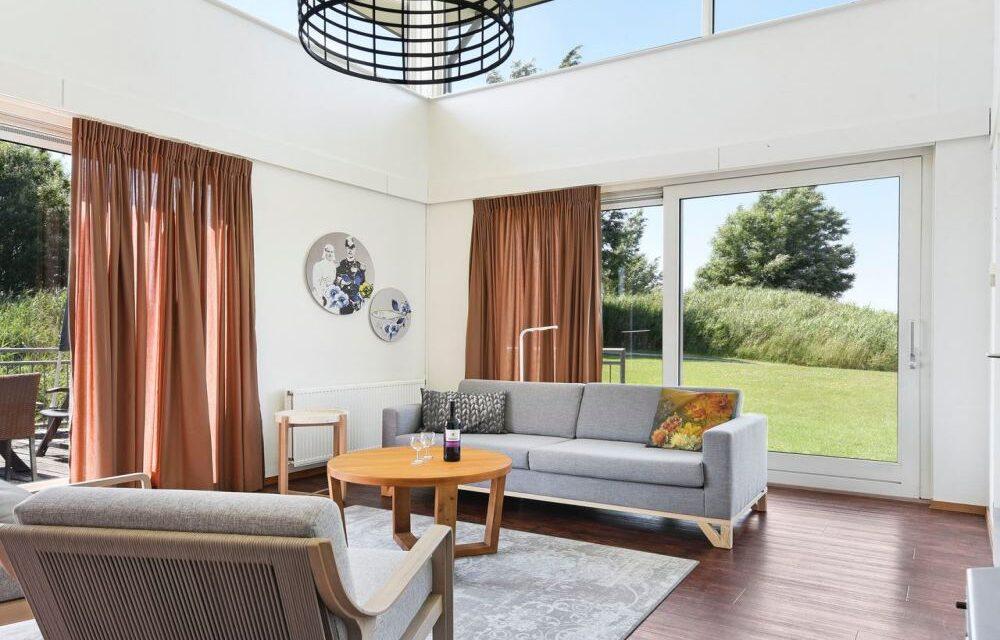 Landal Esonstad nu met 30% korting | Luxe waterwoning met sauna